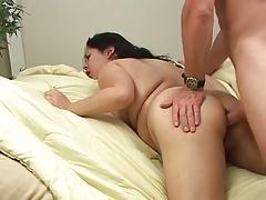 Пухлая брюнетка пытается стать порнозвездой порно порно