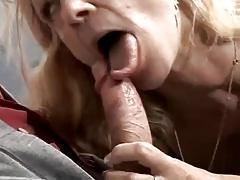 Зрелая дама соблазнила мужика в костюме на секс порно порно