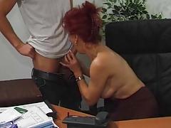 Рыжеволосая офисная шлюха порно порно