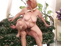 Пухлая старушка прыгает на члене порно порно