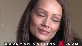 Горячая брюнетка пришла на кастинг Вудмана порно порно