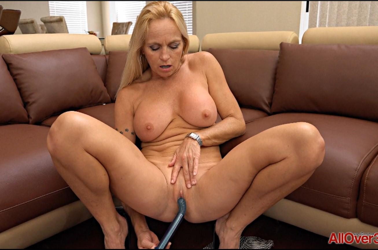 Соло сисястой мамочки (Dani Dare) порно порно