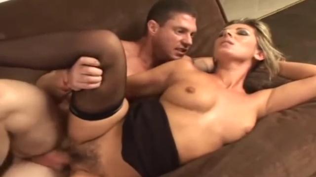 Чувак прёт сучку с волосатой киской порно порно