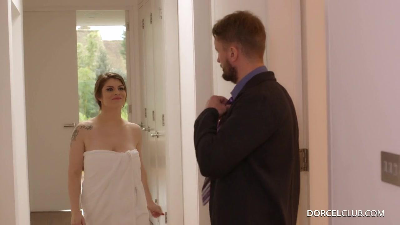 Французская, рыжеволосая с большими сиськами нимфоманка познакомилась в новыми соседями Lucia Love порно порно
