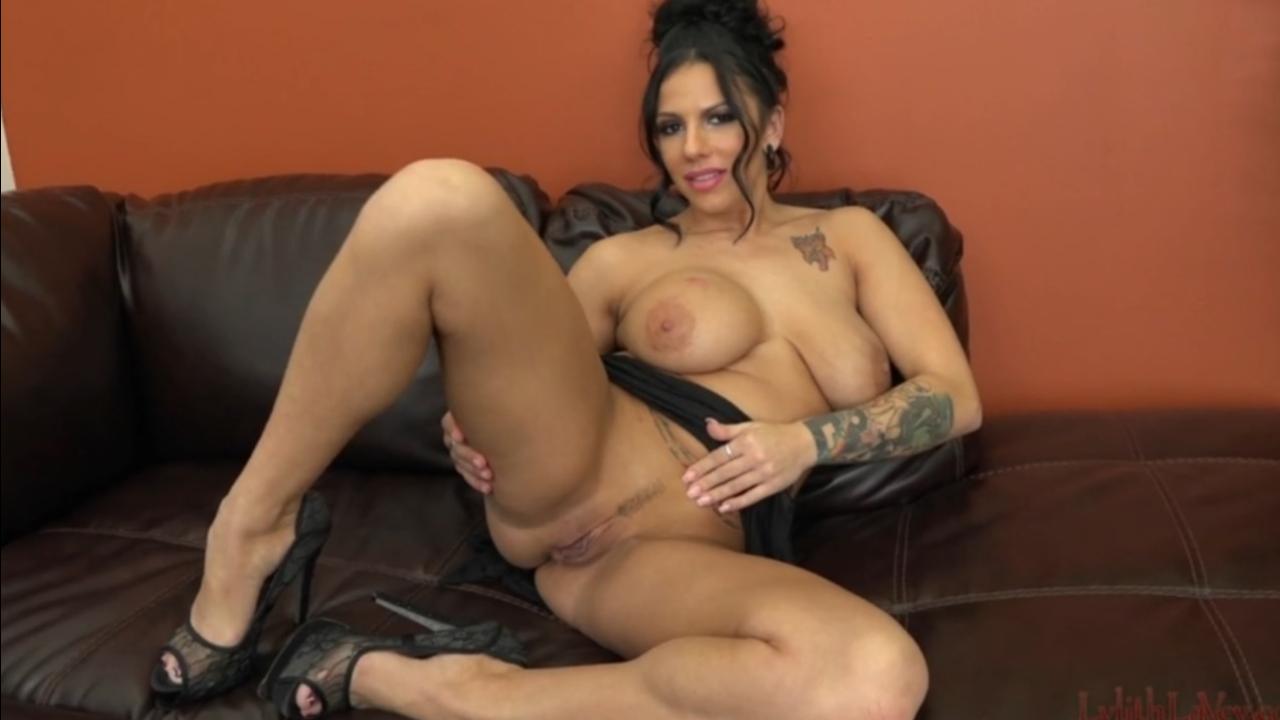 Мастурбашки грудастой сучки (Lylith Lavey) порно порно