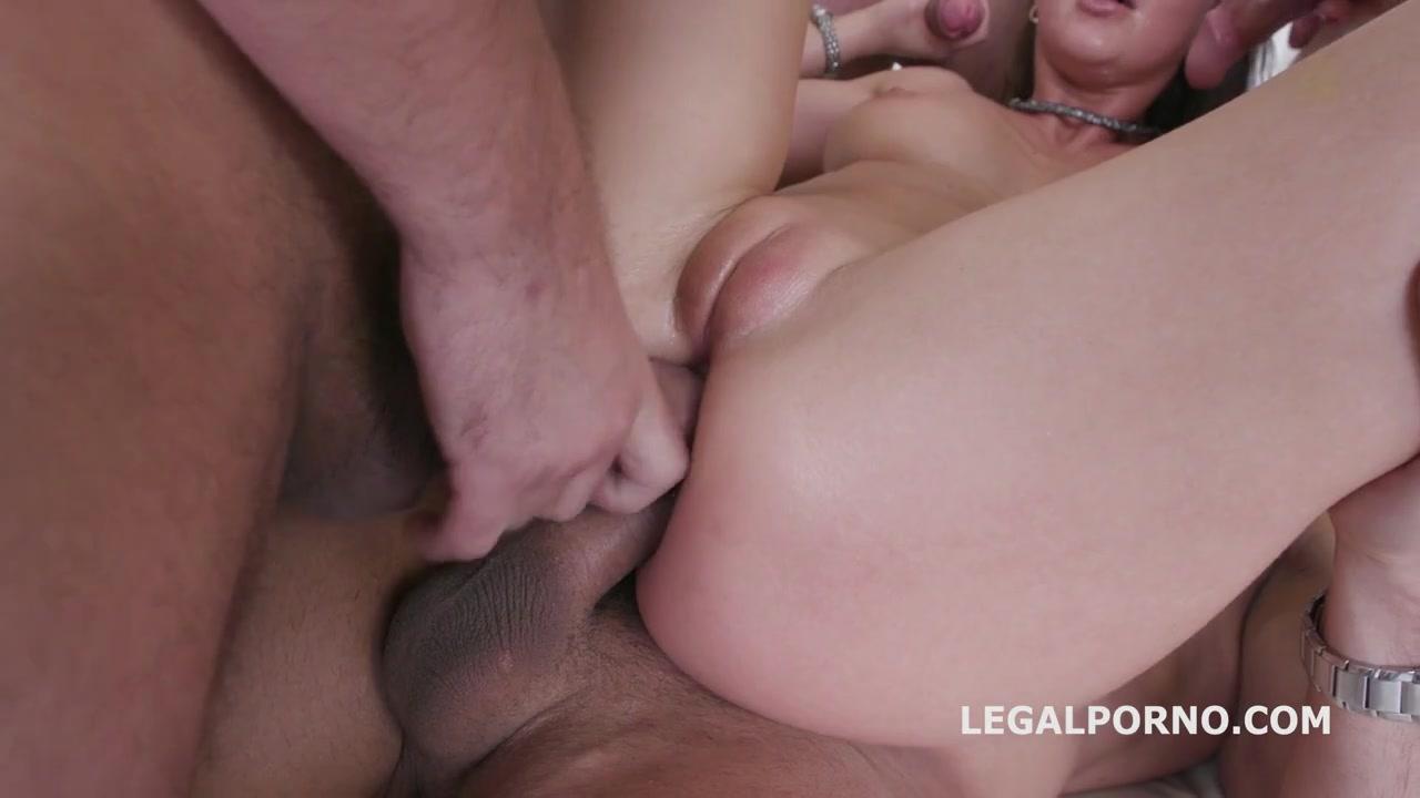 Вшестером ебари с огромными хуями трахают во все дырки русскую красотку и кончают в рот Tina Kay порно порно