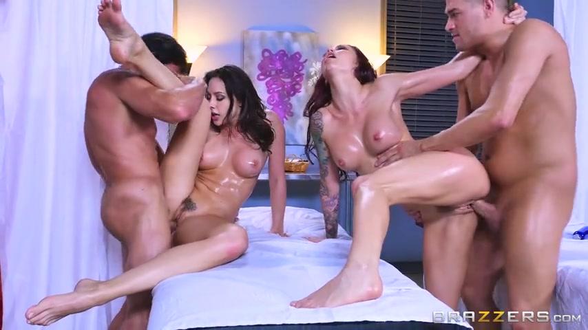 Порно две одиннадцатиклассницы пришли на массаж