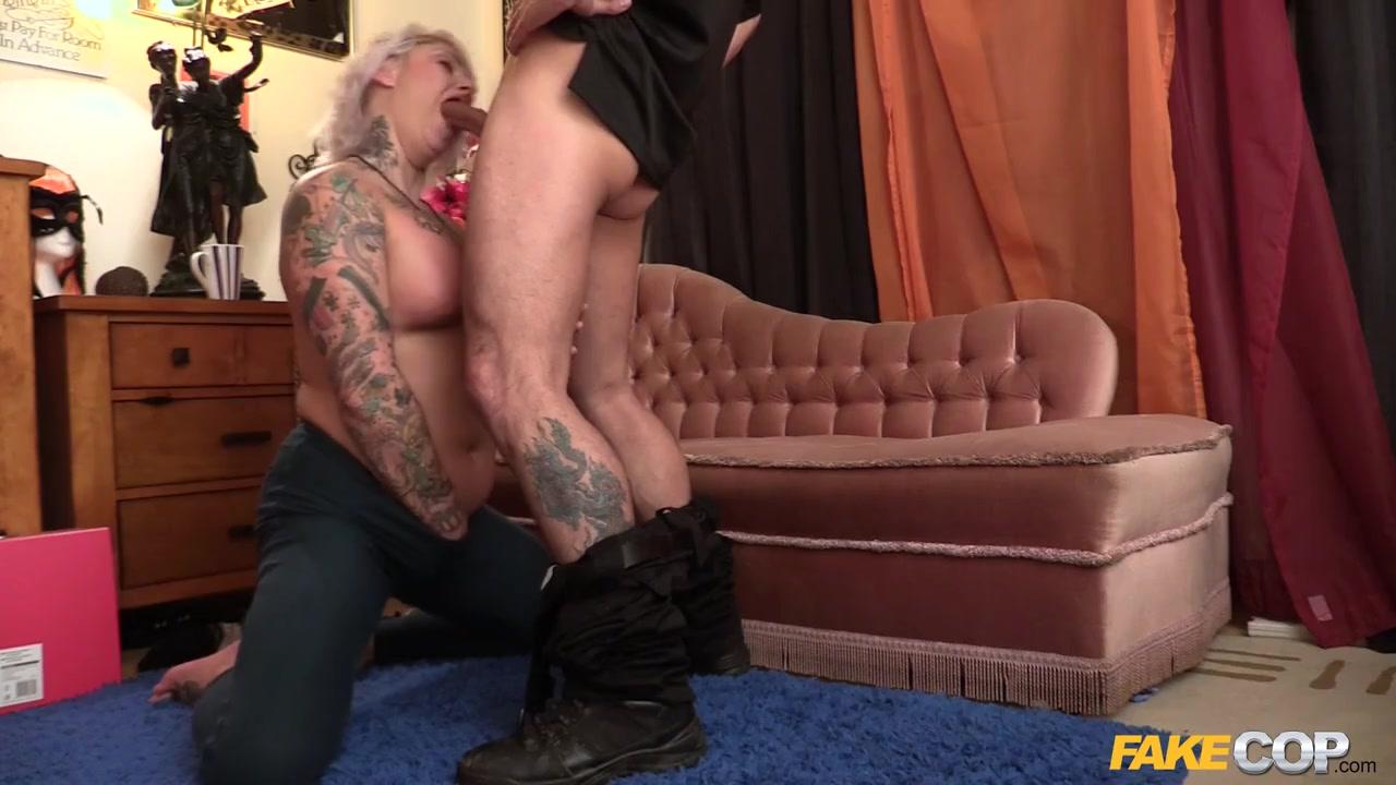 Пышнотелая в татушках мамочка соблазняет молодого полицейского на развратный секс Tallulah порно