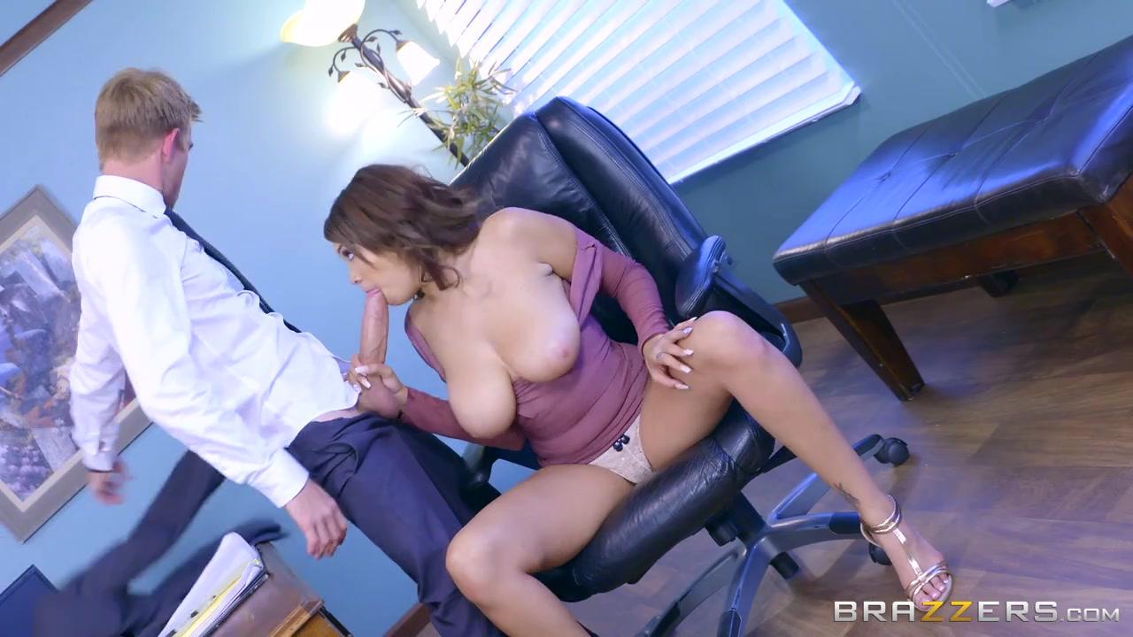 сексуальная грудастая секретарша и босс видео