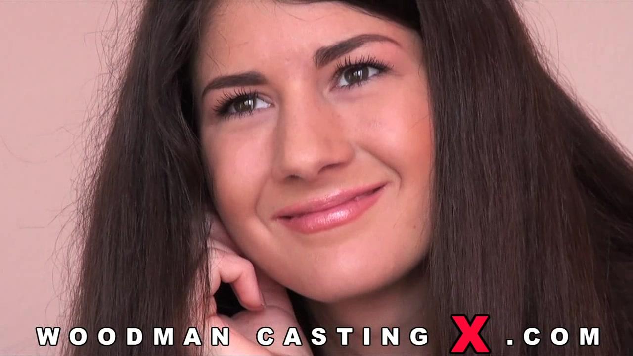 Длинноволосая Агнесса на кастинге Вудмана порно