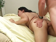 Пухлая брюнетка пытается стать порнозвездой порно