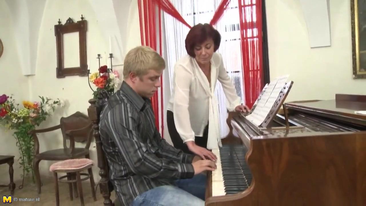 Учительница пианино порно