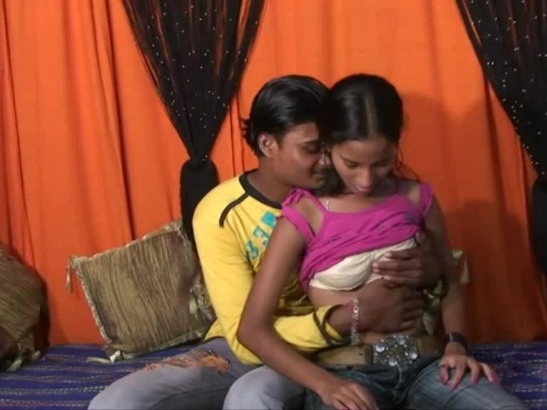 Девственная Индианка занимается анальным сексом порно