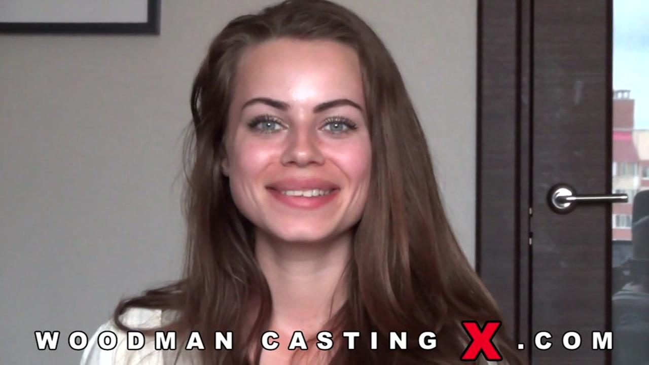 Молодая девушка с большими губами и маленькими сиськами пришла на кастинг Вудмана порно