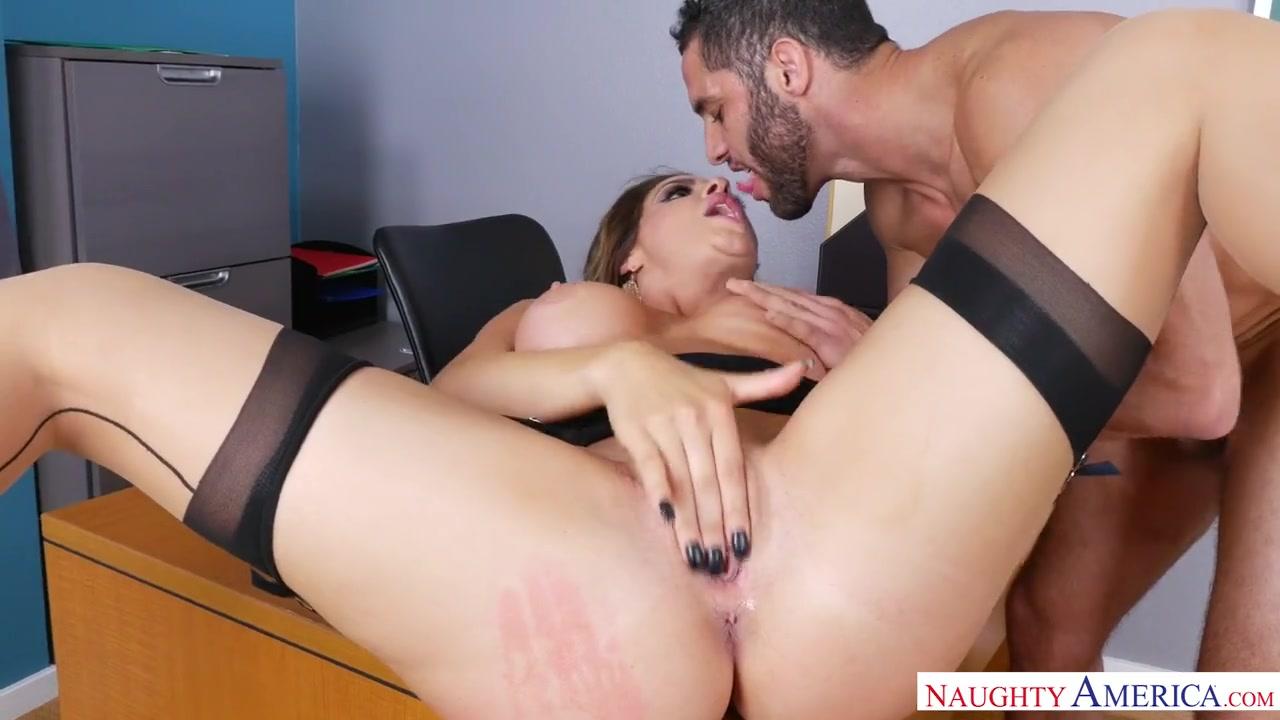 Роскошная учительница в чулочках завела молодого самца и потрахалась жестко аж кончила Nikki Capone порно