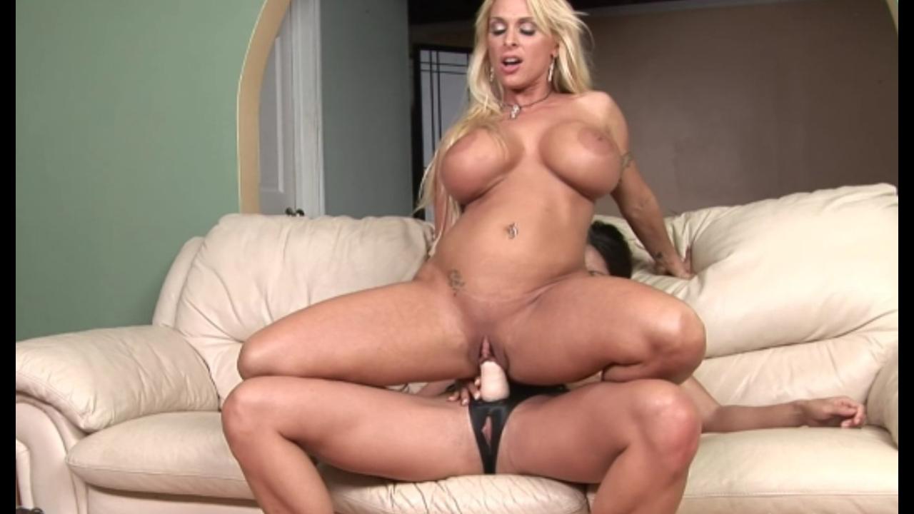 две мамки развлекаются (Holly Halston & Stephanie) порно