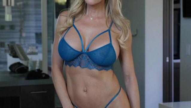 Брэнди Лав с подружкой развлекли мужика порно