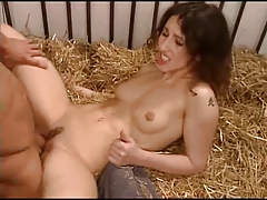 smotret-video-pornuha-na-sene-odnovremenniy-seks-kuchi-naroda-video-onlayn