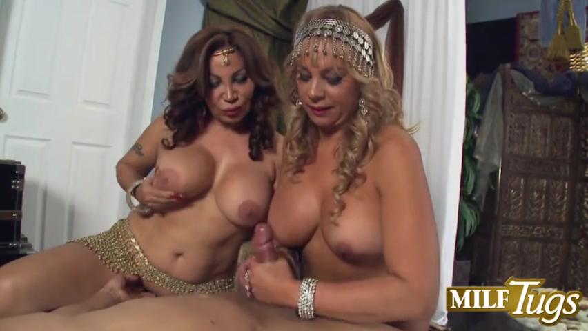 Две сиськастые подружки на одного мужика, порно групповое сказка