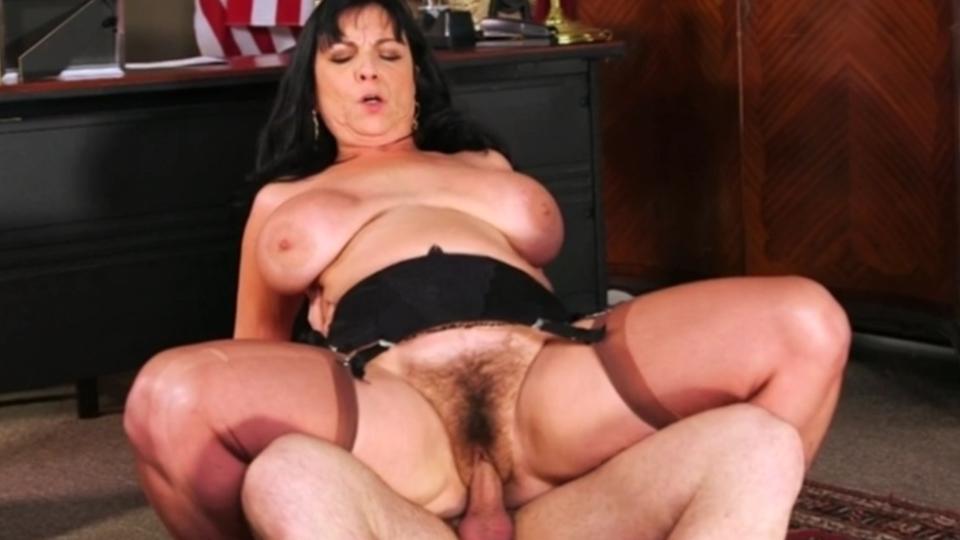 Прочисти все мои старые дырки (Elektra Lamour) порно