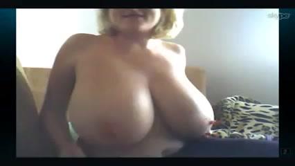 Шоу блондинки с большими сиськами порно