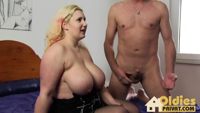 Две опытные безотказные шалуньи и их спаривание с приятелем перед камерой порно