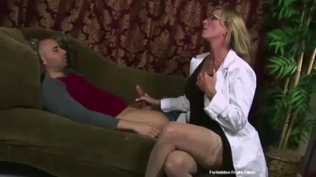 muzh-zhenoyu-poshli-gosti-porno