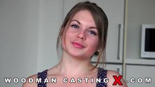 Симпатичная русская девушка оголилась на порно кастинге Вудмана порно