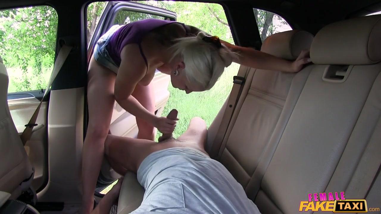Анальное порно в такси с гламурной шлюхой