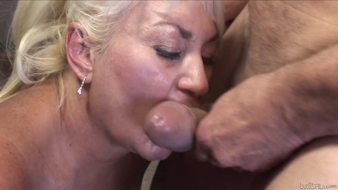 Аппетитная старушка фотограф в форме сношается с бабой в задницу