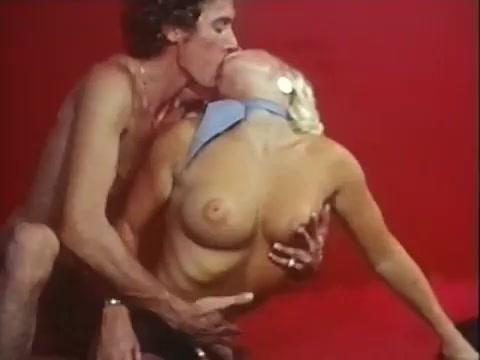 sbornik-klipov-porno-video-smotret-porno-zrelih-grudastih-s-temnimi-soskami-zhenshin-anal