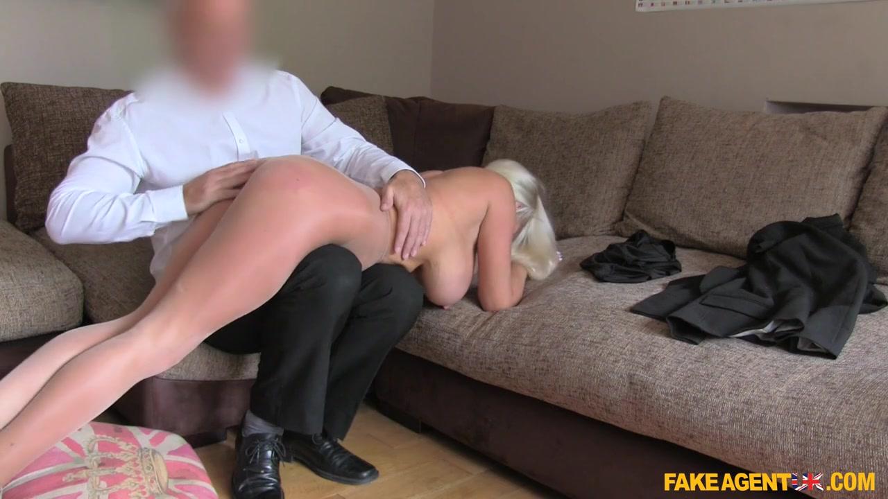Сорокалетняя блондиночка с силиконовыми дойками и аппетитной жопой красиво раздвигает ножки на порно-кастинге Michelle Thorne порно