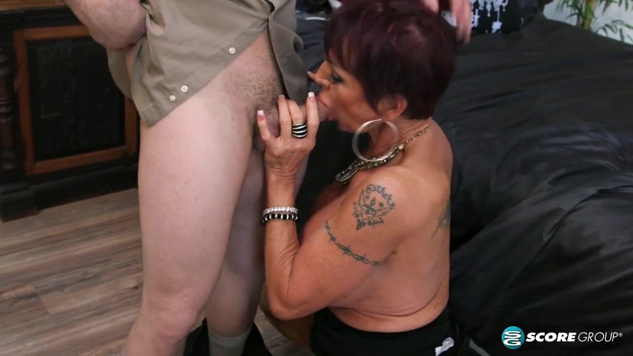 Богатая, 60-ти летняя бабушка наслаждается большим членом своего личного, молодого водителя Gina Milano порно