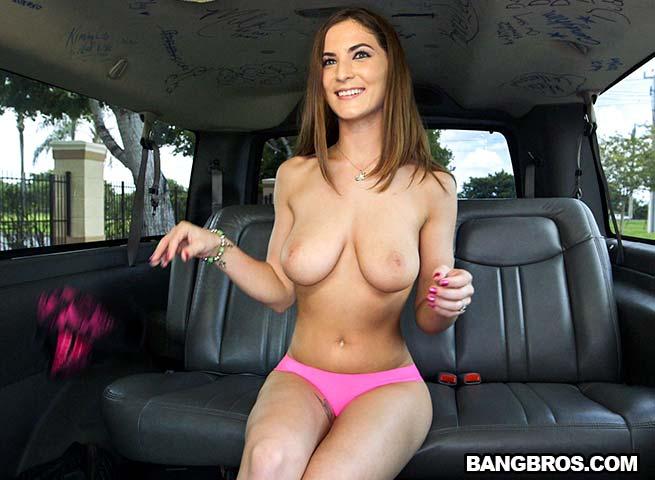 Molly Jane трахается в такси порно