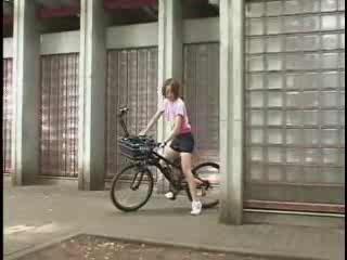 Японское чудо. Велосипед с фаллоимитатором. порно