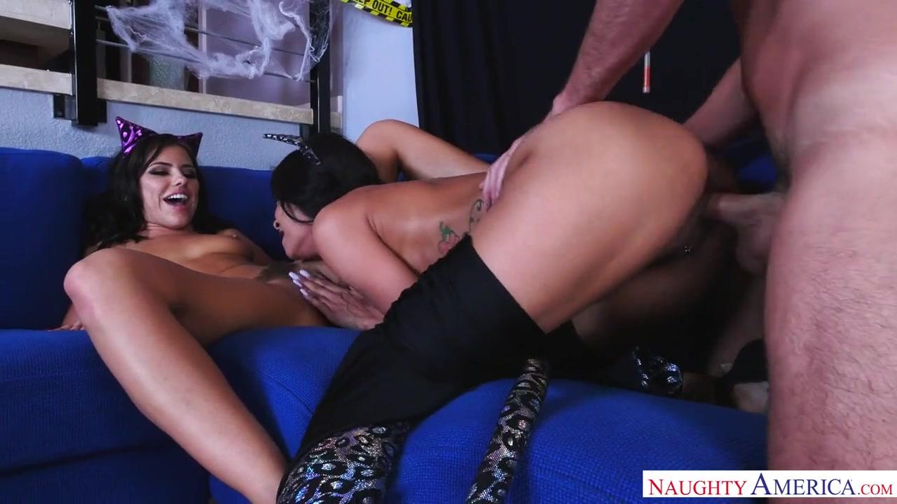Горячая мамочка-индуска учит молодую шалаву оседлать елдак Abby Lee Brazil, Adriana Chechik порно