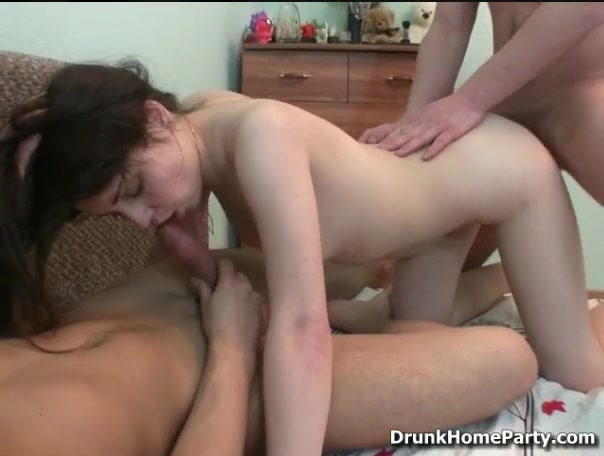 Порно порень развёл пьяную подругу на анал