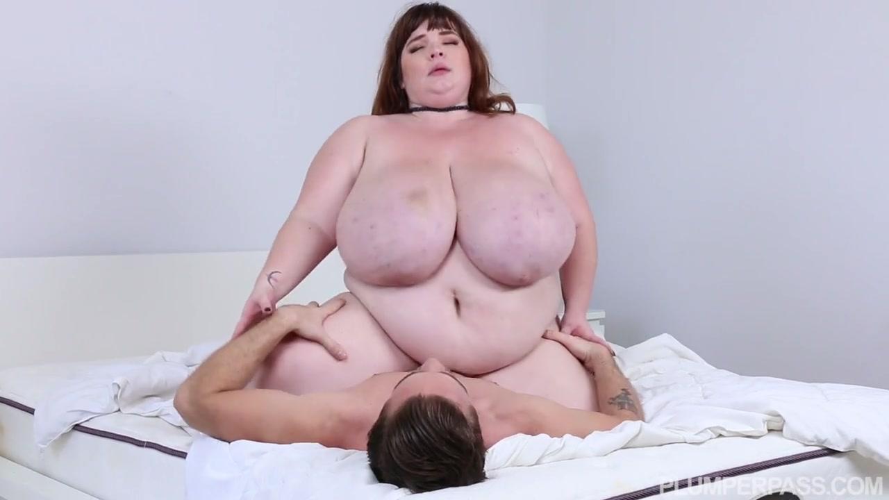 Жирная девушка с огромными дойками кувыркалась так, что сломала кровать и кончила на большом члене Lexxxi Luxe порно