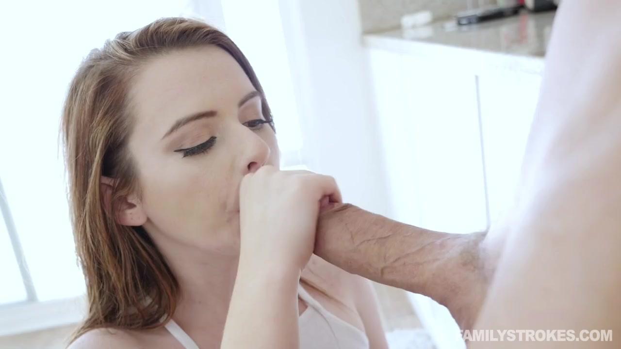 Молодая развратница поглядывает за сексом зрелой пары и тайком прокрадывается к ебарю с огромным хуем потрахаться, пока жена рядом спит Karlie Brooks порно