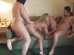 Муженек с приятелем трахает свою жену порно