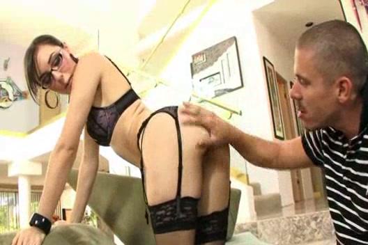 Саша Грей прыгает на члене в очках порно