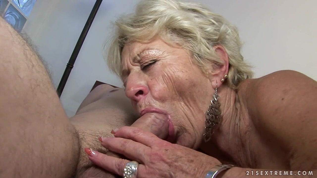 Красотка Отсасывает Большой Член В Машине - Смотреть Порно Онлайн