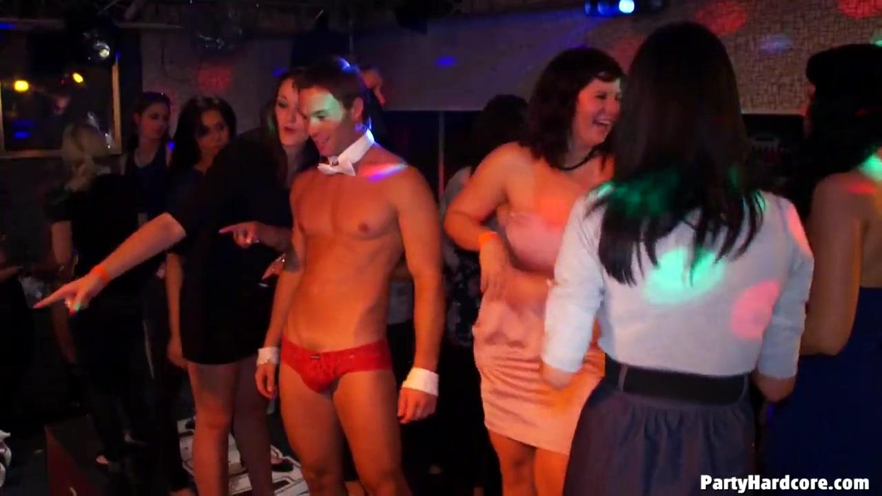 Жаркая вечеринка, которая плавно перетекла в развратную оргию порно