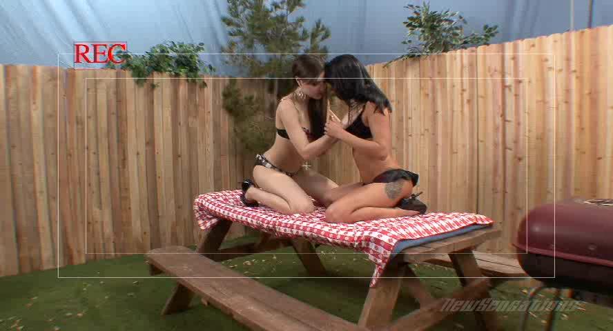 Саша Грей и Сади Вест делят член на двоих порно