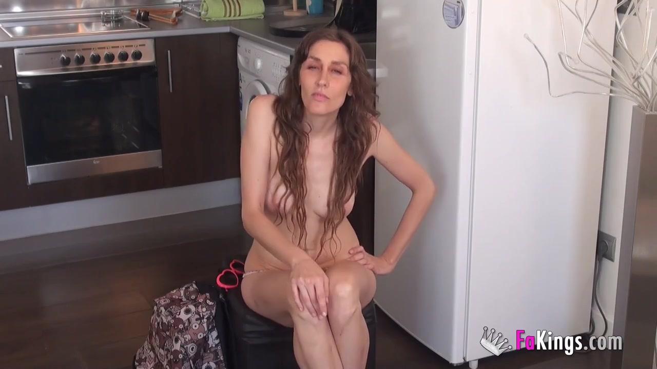 этом уверен. брутальный оральный секс для милашки невероятно! Первая это